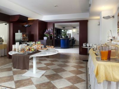 imperial-hotel-bologna-breakfast-01