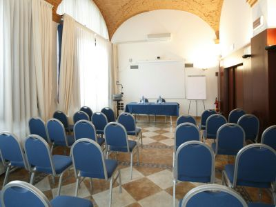imperial-hotel-bologna-meeting-01