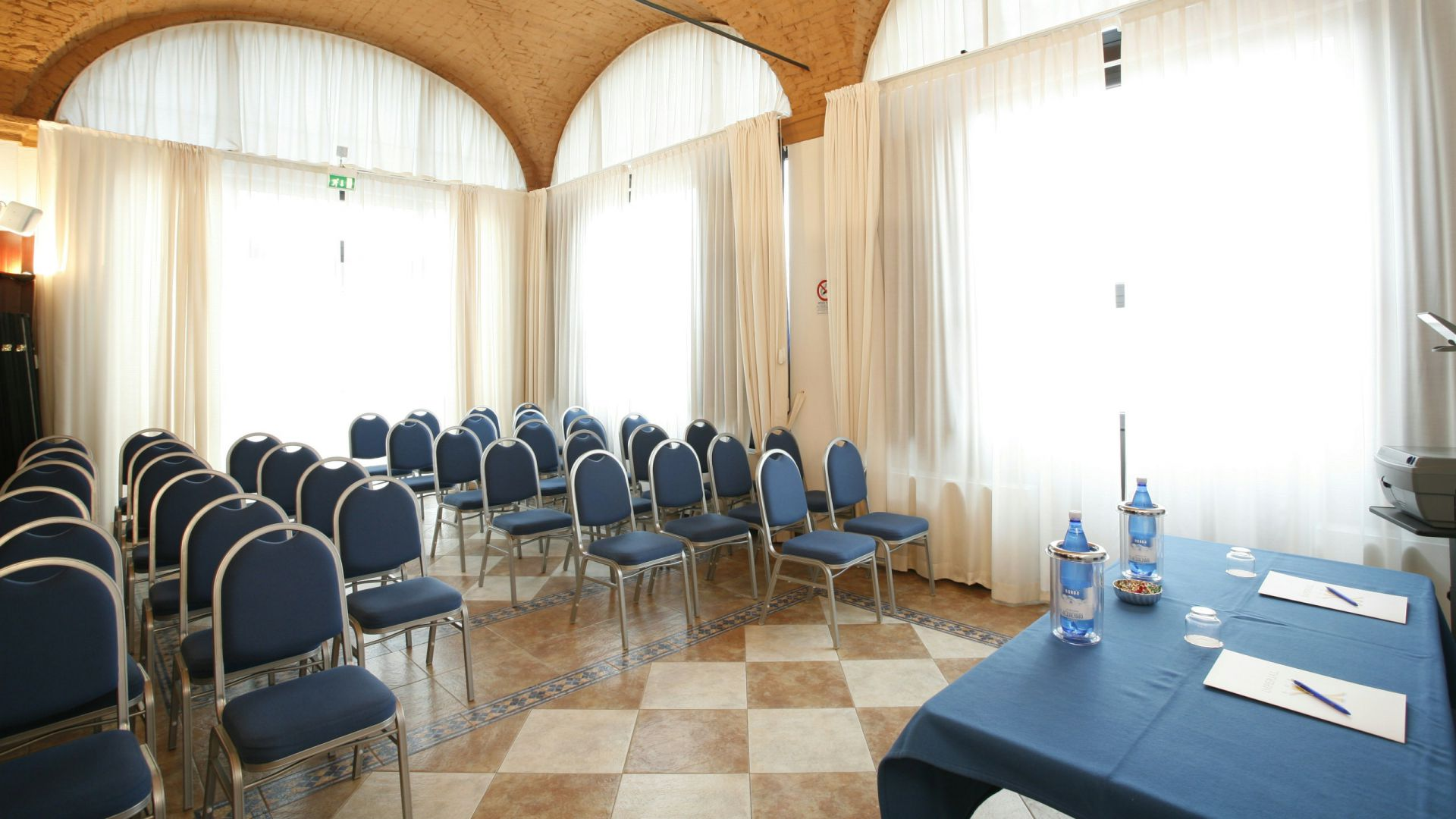 imperial-hotel-bologna-meeting-02